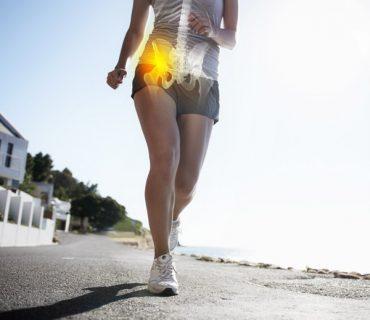Ból biodra - biegaczka na promenadzie morskiej