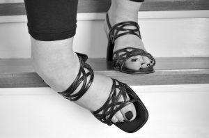 Niewłaściwe postawienie stopy - skręcenie stawu skokowego